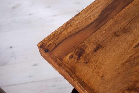 кофейный столик из ореха
