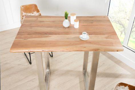 небольшой обеденный стол