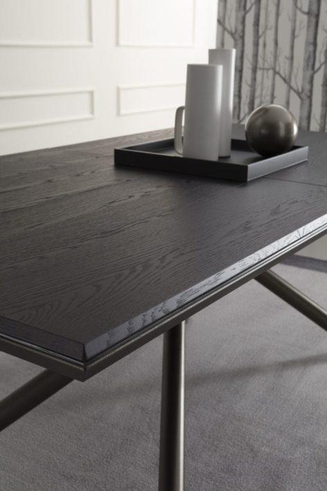 обеденный стол для кухни из дерева