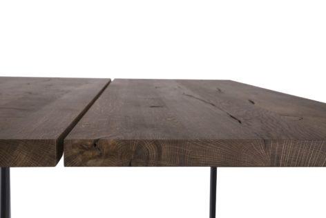 обеденный стол из досок