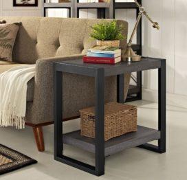 небольшой прикроватный стол