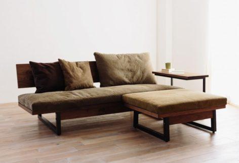 удобный прикроватный столик