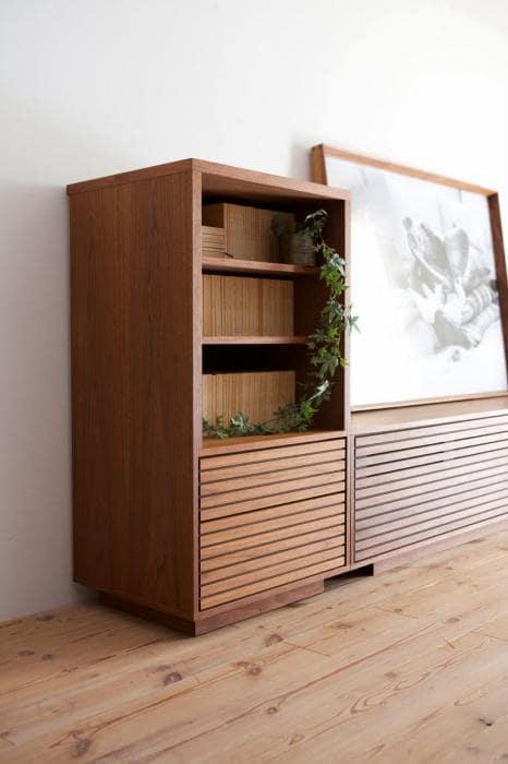 шкаф из дерева в гостиную
