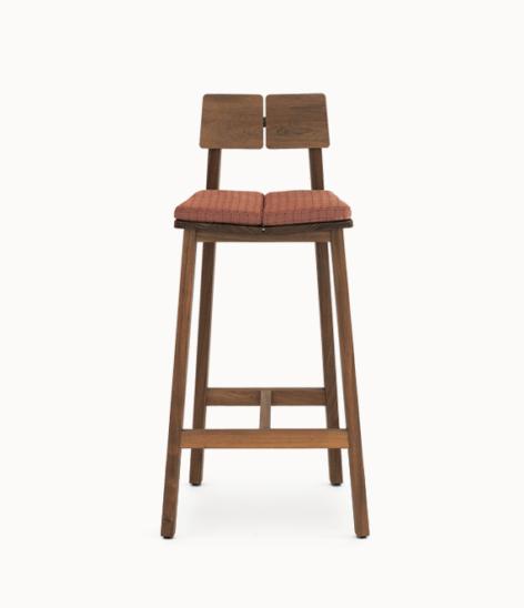 стильный стул из дерева