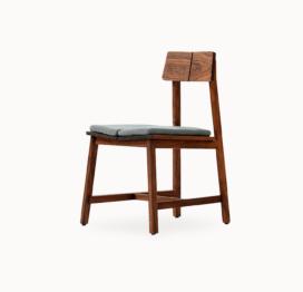 удобный стул из дерева для дома