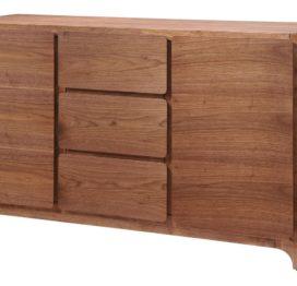 высокий деревянный комод