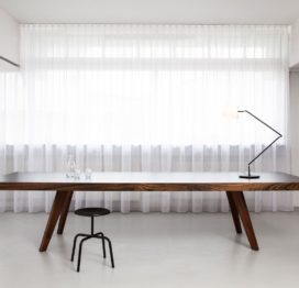 большой переговорный стол