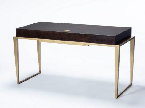 черный письменный стол