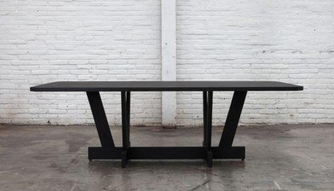 Черный стол обеденный