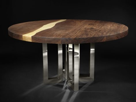 деревянный стол река