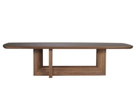 длинный обеденный стол