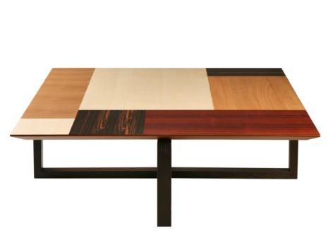кофейный стол из разных пород древесины