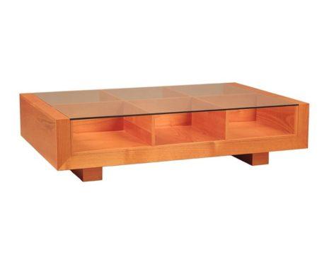 кофейный стол из светлого дерева