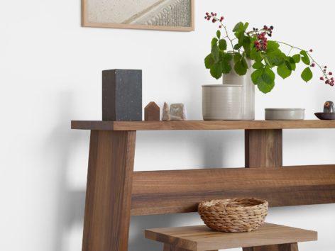 консольный стол из дерева