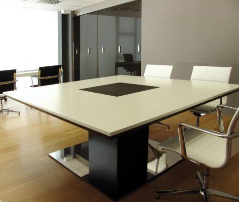 квадратный стол в офис