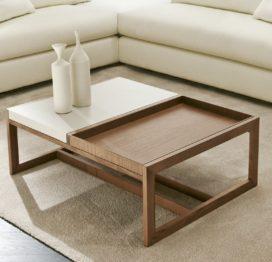 маленький светлый кофейный стол