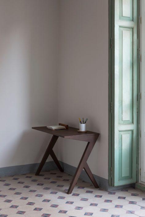 минималистичный письменный стол