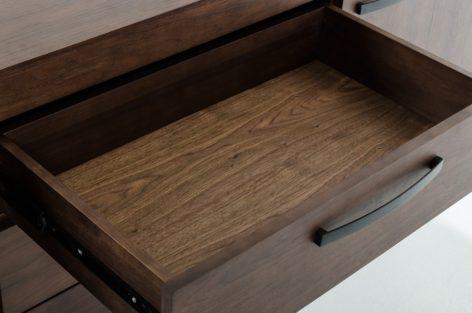 небольшой деревянный комод