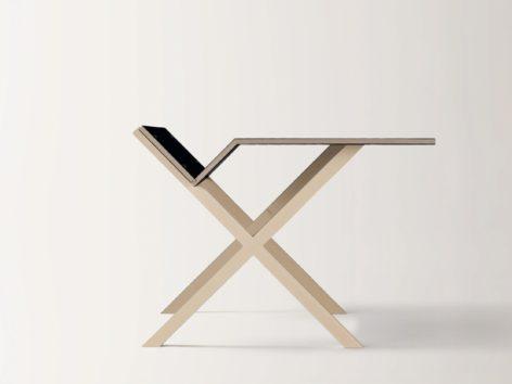 небольшой письменный стол