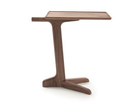 небольшой прикроватный столик