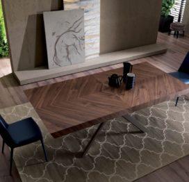 обеденный стол для кухни из ореха