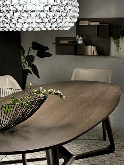 овальный обеденный стол из дерева