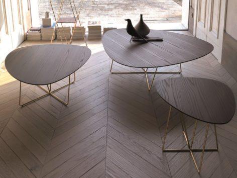 овальный столик из дерева