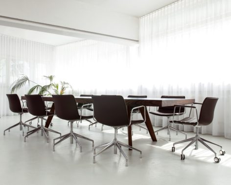 переговорный стол из массива
