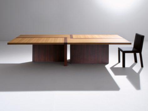 современный стильный стол в офис