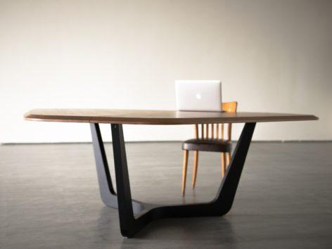 стильный переговорный стол