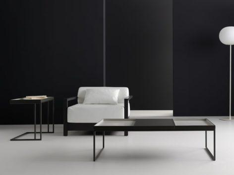 стильный стол с двумя подносами