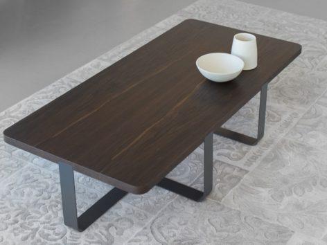 стильный темный кофейный стол