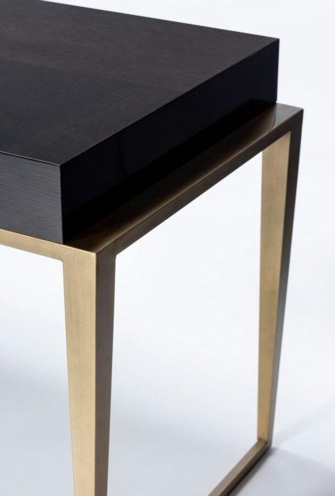 стильный темный письменный стол