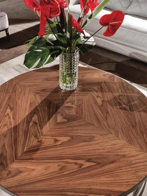 стол для гостинной из ореха
