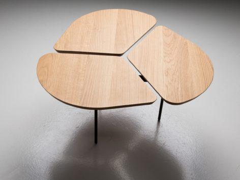 светлый круглый стол