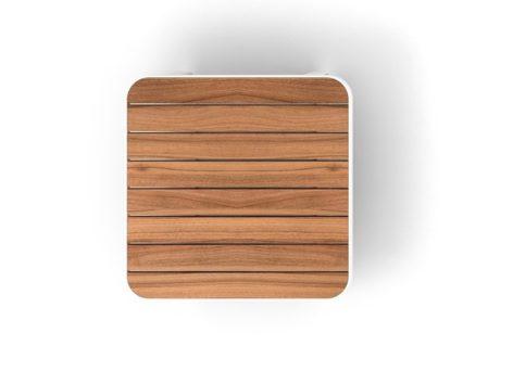 светлый квадратный столик