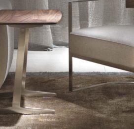 светлый прикроватный столик