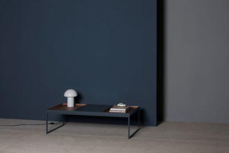 темный кофейный столик