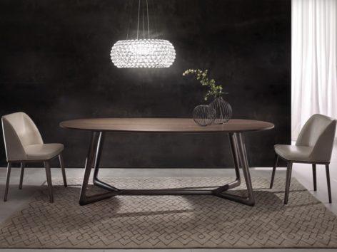 темный обеденный стол