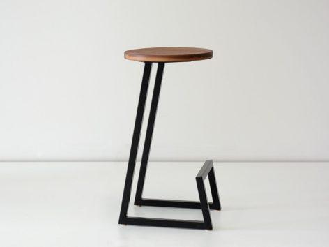 темный стул для бара