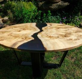большой круглый стол из слэбов