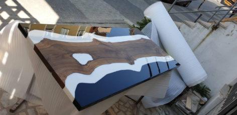 красивый обеденный стол из слеба