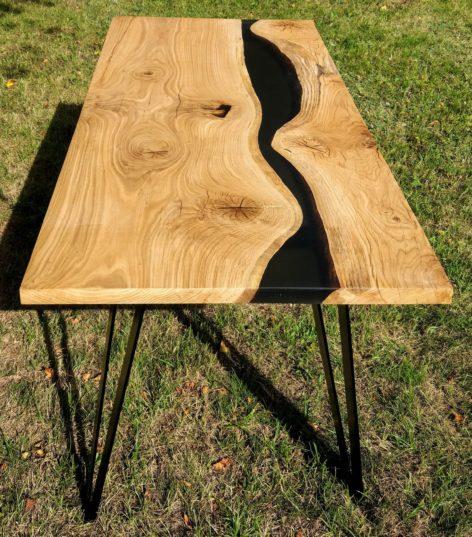 стол из дуба и эпоксидной смолы